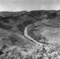 Meandro encaixado : vale do Rio das Antas : São Bernardo-Vacaria (RS)