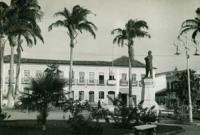 Praça Benedito Leite : [Estátua de Benedito  Leite] : São Luís, MA