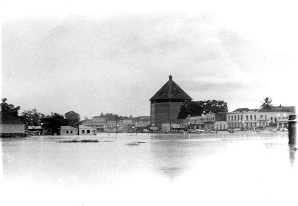 Vista parcial da cidade : Catedral de Nossa Senhora da Glória : Cruzeiro do Sul, AC - 1972