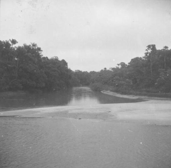 Trecho do rio Moa entre Cruzeiro do Sul e a Colônia Japiim (AC) - 1974