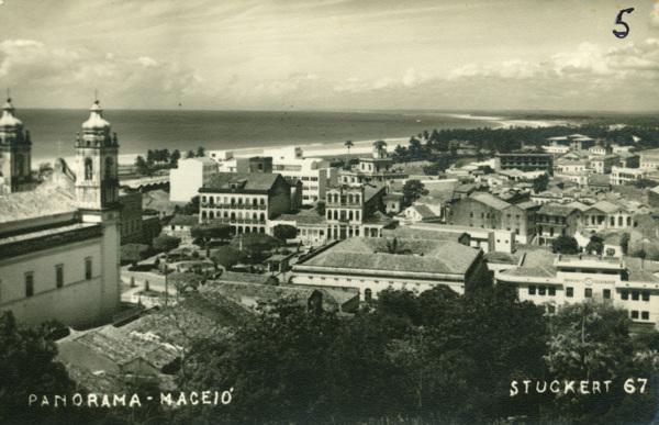 [Vista panorâmica da cidade : Praça Dom Pedro II] : Correios e Telégrafos : Maceió, AL - [19--]