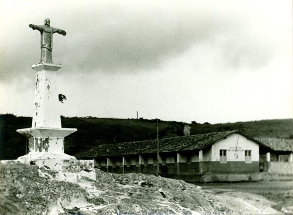 Monumento do Cristo Redentor : Escola Estadual Professor Silvério Lins : Mar Vermelho, AL - [19--]