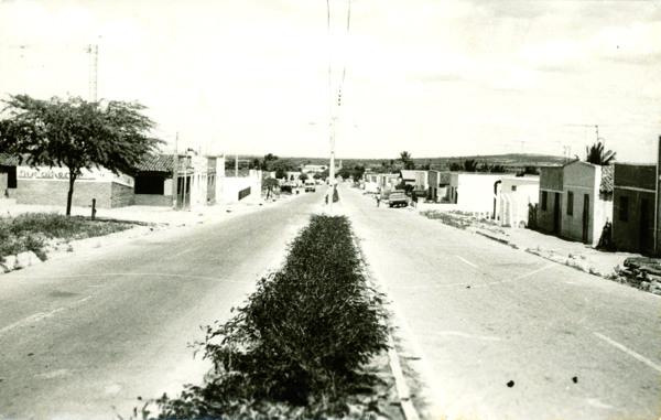 Avenida Dois de Dezembro : Olho d'Água das Flores, AL - [19--]