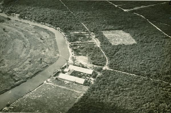 Vista aérea da Fábrica de Tecido Marituba : Piaçabuçu, AL - [19--]