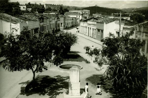 Praça Izidro Vasconcelos : Viçosa, AL - [19--]