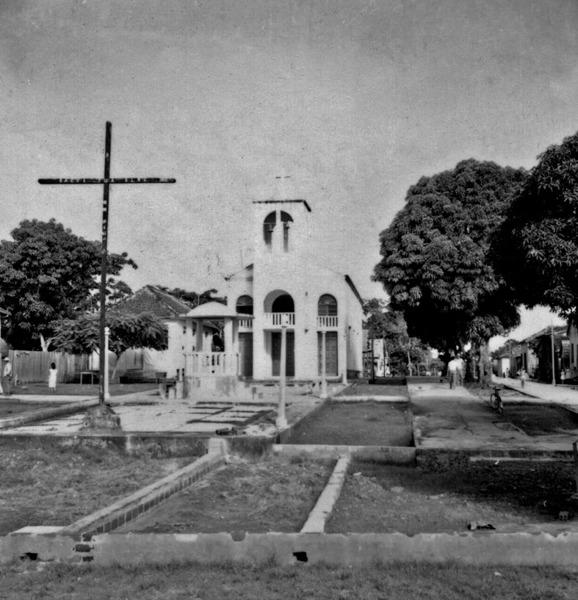 Igreja principal da cidade de Urucurituba (AM) - 1966