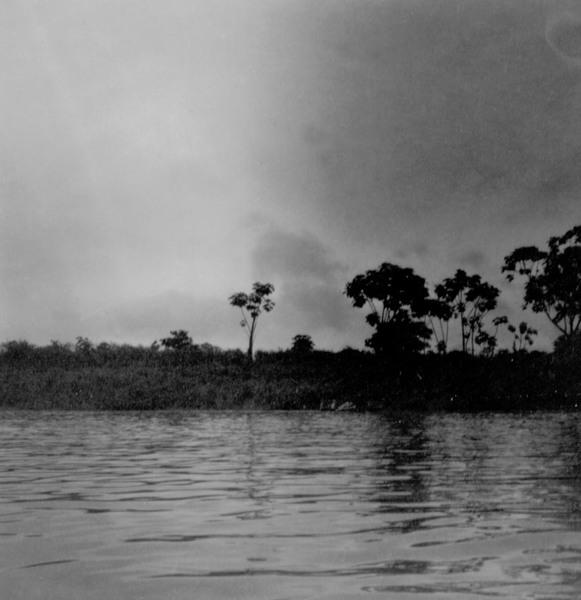Canôa transportando carga no município de Jutaí (AM) - fev.1965
