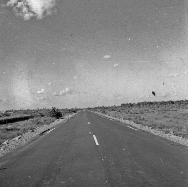 Pontal da Cruz no horizonte a direita cunha de mata envadindo os campos de Humaita a 7Km ao sul do ramal dess cidade (AM) - s.d.