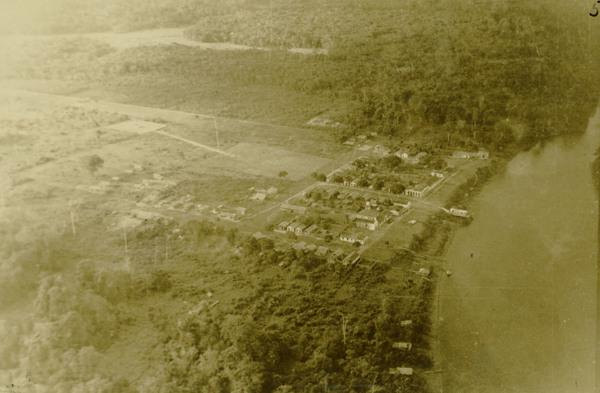 Vista aérea da cidade : Mazagão, AP - [195-?]