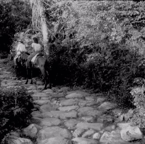 Estrada colonial no Distrito de Livramento do Brumado em Livramento de Nossa Senhora (BA) - fev. 1962