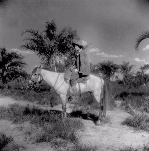 Vaqueiro no quadro da paisagem em Utinga (BA) - 1962