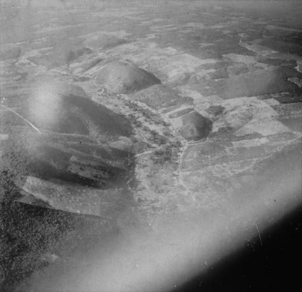Vista aérea da vegetação na cidade de Iraquara (BA) - mar. 1962