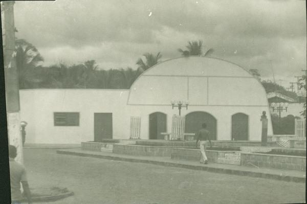 Praça Walter Bonfim : Igreja Matriz de Nossa Senhora da Conceição : Aurelino Leal, BA - [19--]