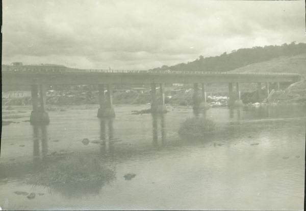 Ponte sobre o Rio de Contas na BR-101 : Aurelino Leal, BA - [19--]