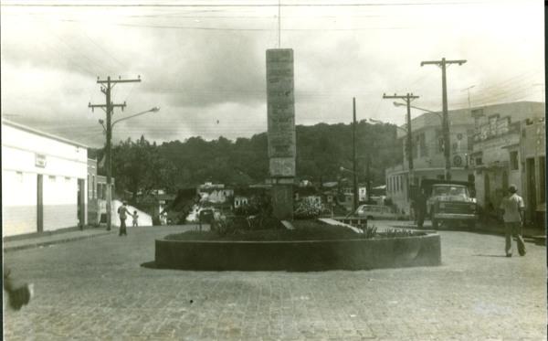 Praça Antônio Carlos Magalhães : Aurelino Leal, BA - [19--]