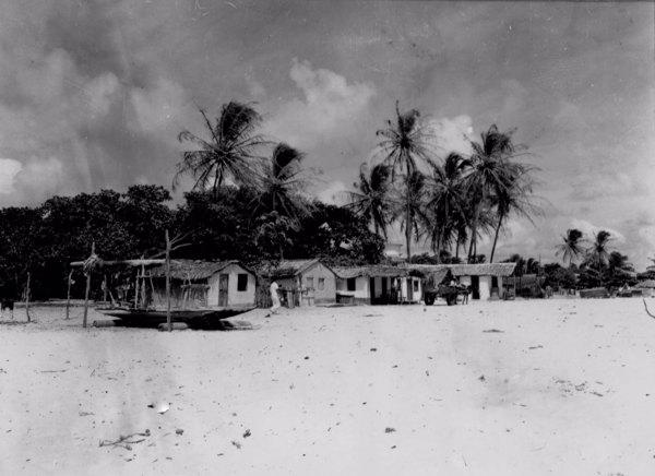 Casas dos jangadeiros da Praia do Meireles em Fortaleza (CE) - maio. 1952