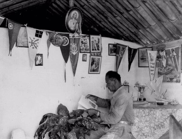 Interior da casa do jangadeiro de nome Jerônimo na Praia do Meireles em Fortaleza (CE) - maio. 1952