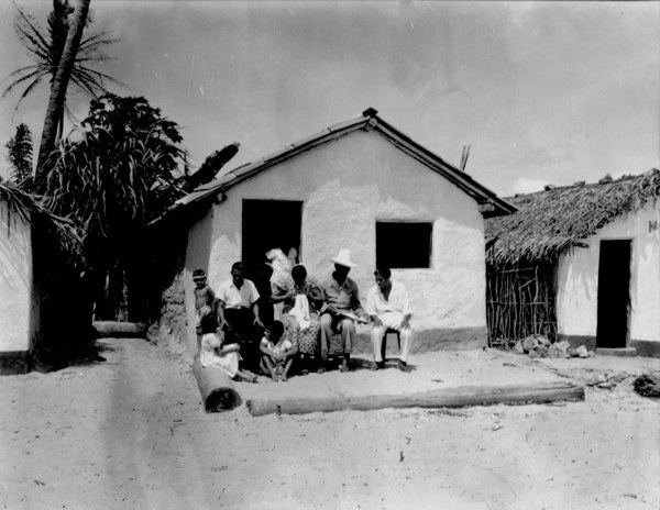 Casa do jangadeiro de nome Jerônimo com sua família na Praia do Meireles em Fortaleza (CE) - maio. 1952