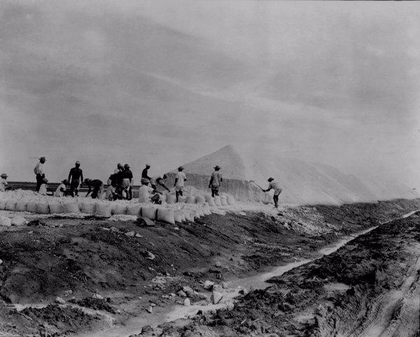 Salinas nas margens do Rio Aracati em Aracati (CE) - maio. 1952