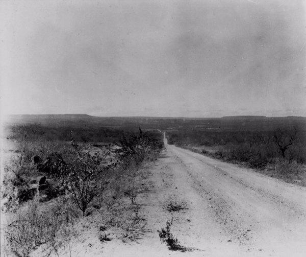 Estrada na Chapada do Araripe em Barbalha (CE) - jun. 1952