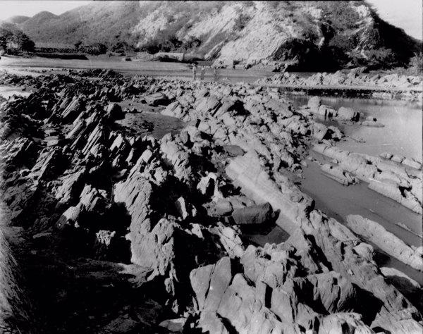Estrutura do fundo do Rio Jaguaribe no Boqueirão de Orós em Icó (CE) - jun. 1952