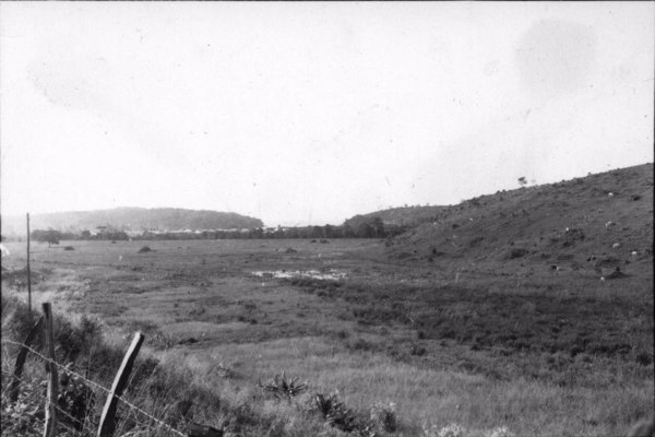 Aspecto da vila de Piúma, o vale é muito largo (ES) - 1958