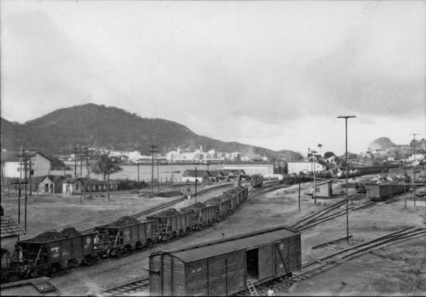 Vista de Vitória, tirada da ponte sobre a E. Ferro (ES) - 1958