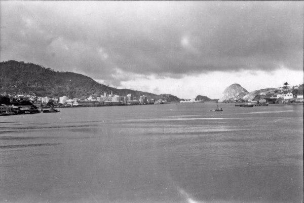 Aspecto de Vitória, vendo-se o porto e a entrada da barra (ES) - 1958