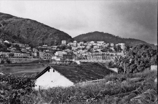 Aspecto de Vitória à margem esquerda do rio Douro - Bairro do morro de Santo Antônio (ES) - 1958