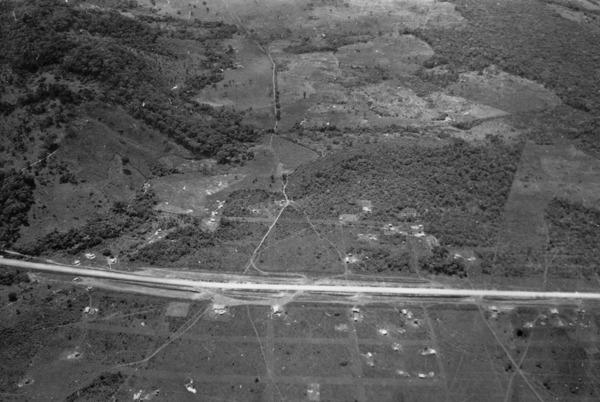 Vista aérea da BR-14 entre Goiânia e Anápolis (GO) - 1957