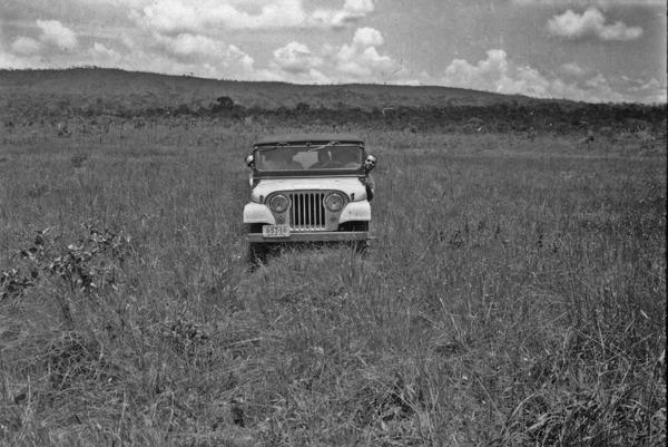Jeep do CNG no cerrado para Planaltina (GO) - 1957