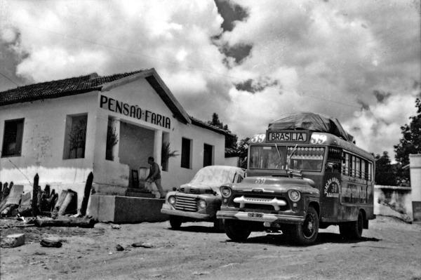 Ônibus da linha Goiânia - Brasília : Corumbá de Goiás (GO) - 1957