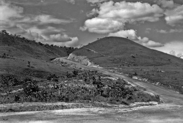 Colina entre Corumbá de Goiás e Brasília (GO) - 1957