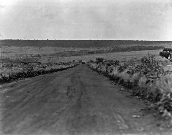 Aspecto do relevo na estrada Rio Verde e Jataí (GO) - 1953