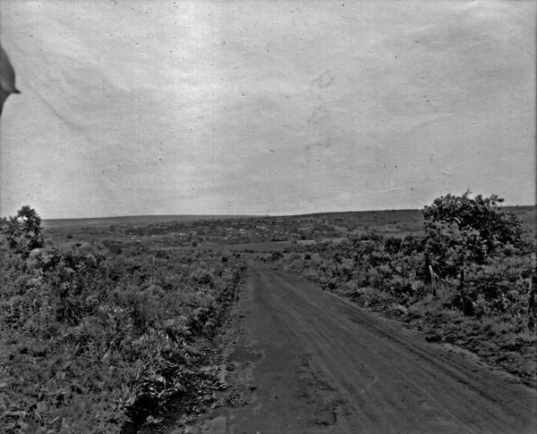Vista da estrada em direção a cidade de Jataí (GO) - 1953