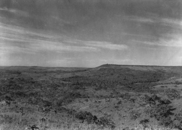 Chapada e testemunhos perto de Luziânia (GO) - 1954