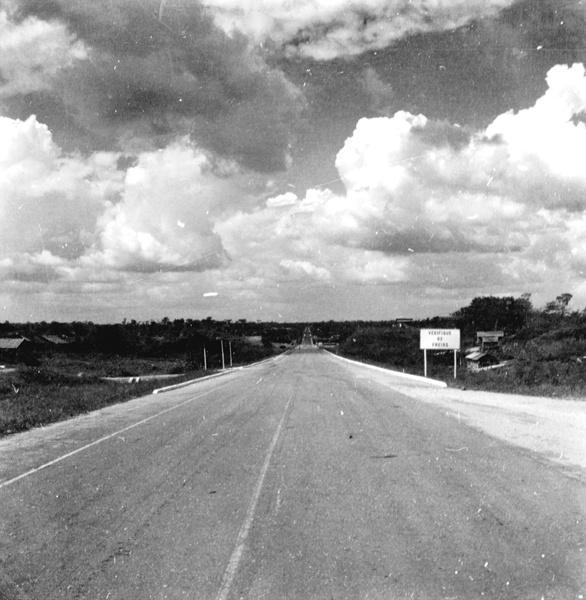 BR - 316 em Santa Luzia do Paruá (MA) - s.d.