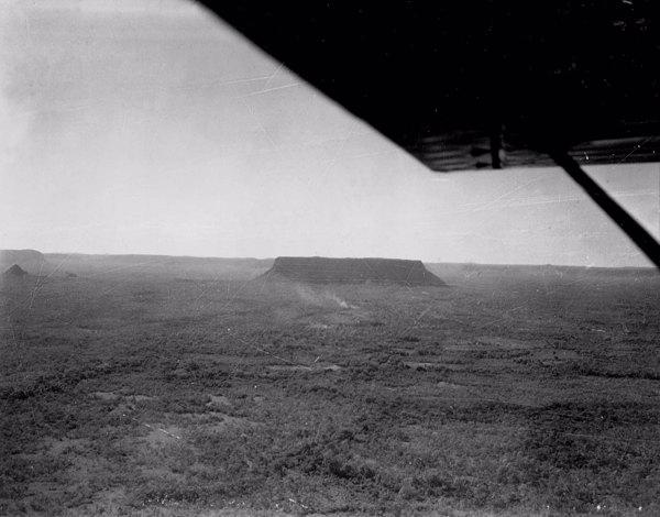 Vista aérea parcial do testemunho perto de Carolina (MA) - 1953