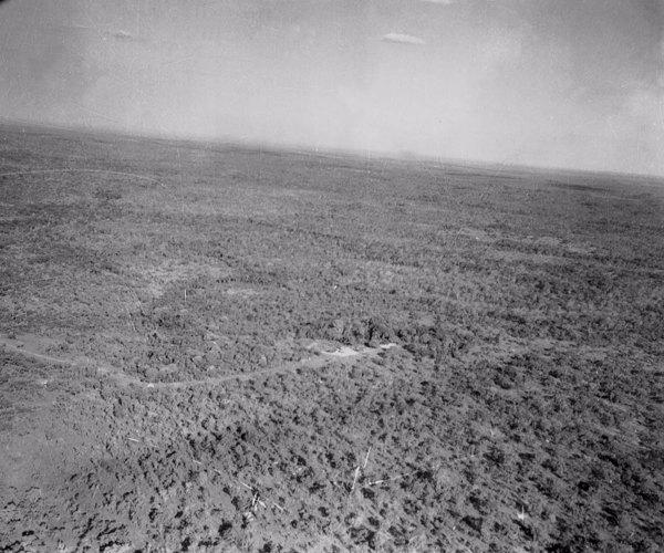 Vista aérea parcial do Rio Manuel Alves Grande em Carolina (MA) - 1953