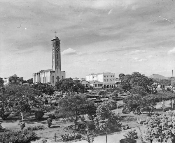 Praça Tubal Vilela : Município de Uberlândia - 1953