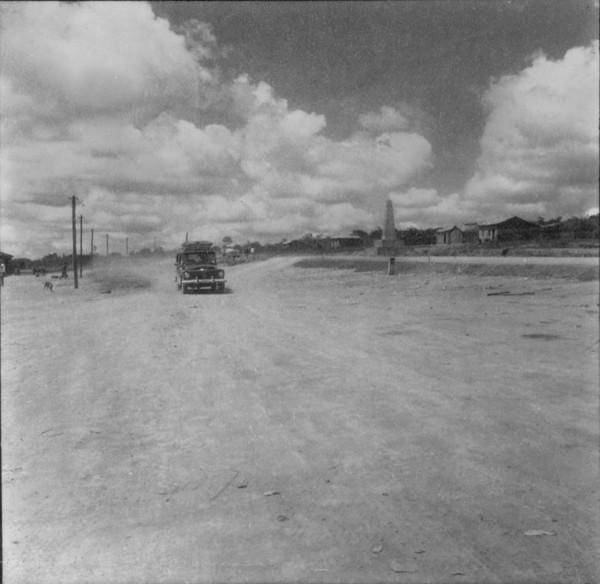 Caminhão na estrada em Espinosa (MG) - fev. 1962