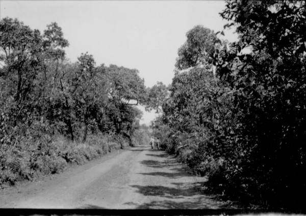 Estrada na cidade e Rio Paranaíba (MG) - 1957