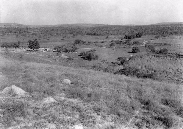 Relevo na margem da estrada que liga Sete Lagoas a Curvelo (MG) - 1954