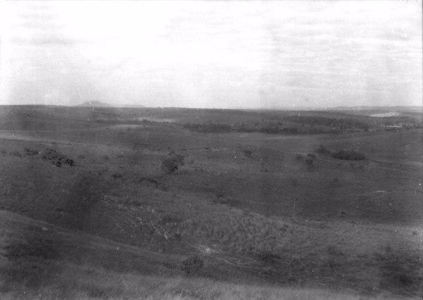 Relevo na Vila de Comendador Viana na Cidade de Dores do Indaiá (MG) - 1954