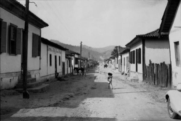 Rua de Coroaci (MG) - set. 1952