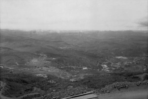 Vista aérea da cidade de Itabira (MG) - set. 1952