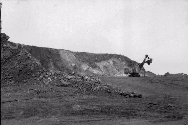Extração de minério de ferro : município de Itabira - 1952