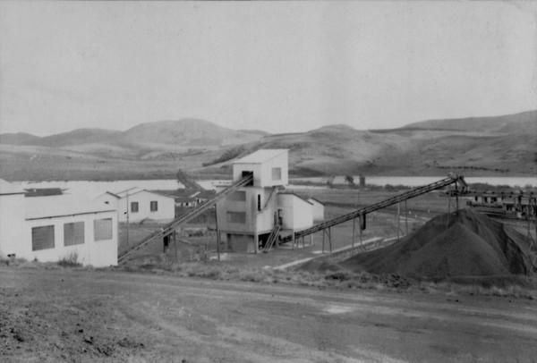 Instalações para a extração e moagem de bauxita pela CBA em Poços de Caldas (MG) - 1958