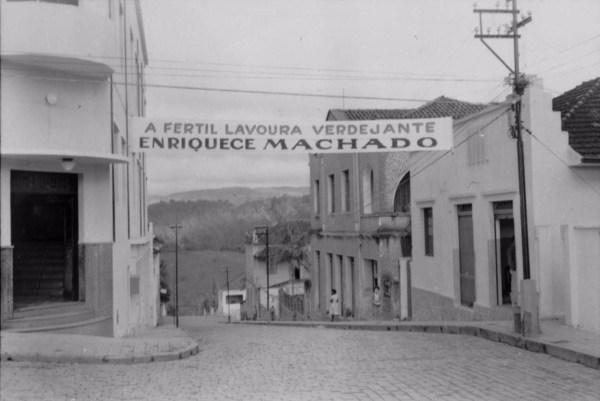 Rua Francisco Rafael na cidade de Machado (MG) - 1958