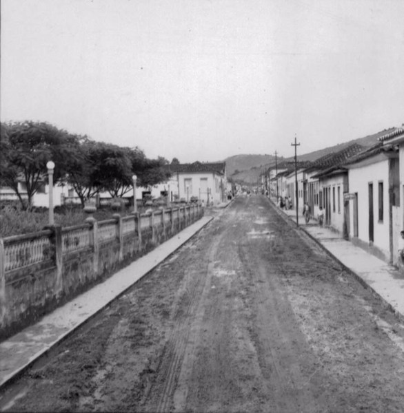 Rua principal em Tabuleiro (MG) - 1958